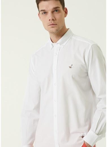 Beymen Club Beymen Club 101597424 Düğmeli Yaka Uzun Kol Comfort Fit Düğme Kapatmalı Logo Işlemeli Köşeli Manşetli Pamuk  Erkek Oxford Gömlek Beyaz
